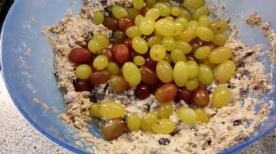 Kernlose grüne und rote Bio-Weintrauben