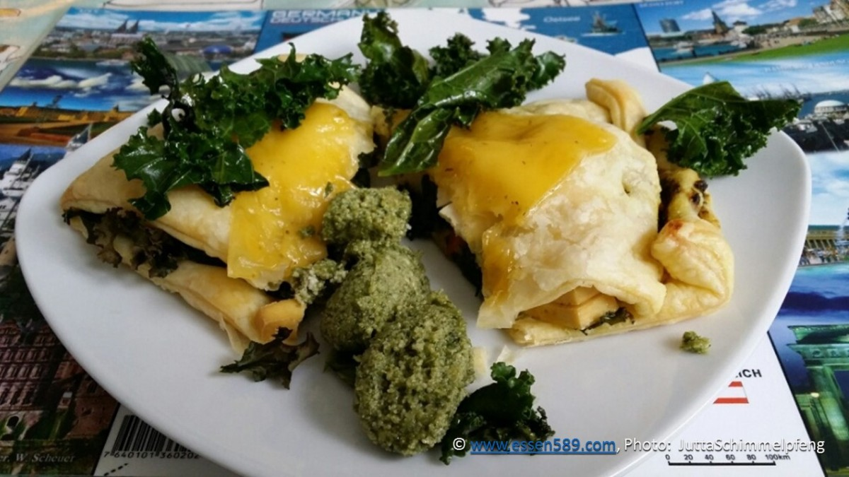 Blätterteigtaschen mit Grünkohl und Feto (vegan) oder Ziegenkäse (vegetarisch)