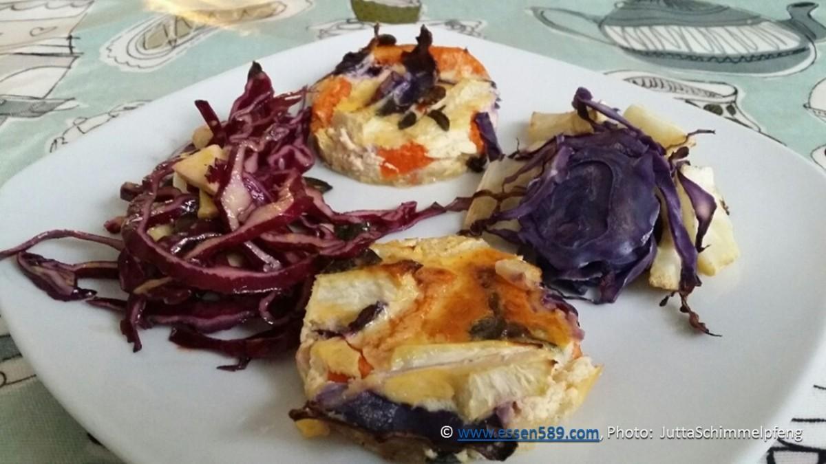 Quiche mit Kürbis, Sellerie und Rotkohl und Salat aus Chicorée, Rotkohl und Sellerie